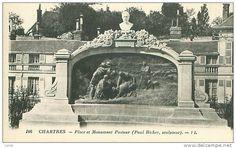 Paul Richer oltre che uno psichiatra era anche uno scultore (nel 1894 aveva anche conosciuto Camille con cui aveva esposto al Salon di quell'anno). In questa cartolina d'epoca si vede il monumento a Pasteur realizzato proprio da Richer.
