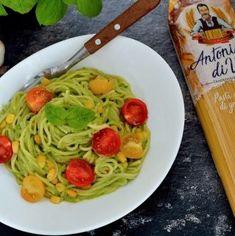 Spaghete cu sos de avocado şi roşii cherry | Bucate Aromate Avocado, Food And Drink, Chicken, Ethnic Recipes, Salads, Lawyer, Cubs