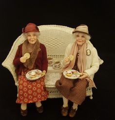 Dollhouse Dolls, Miniature Dolls, Art Doll Tutorial, Julie Campbell, Doll House People, Bear Art, Historical Clothing, Doll Accessories, Vintage Dolls