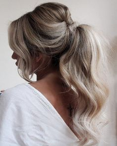 Wavy ponytail by Shauna Elizabeth Easy Hairstyles for Women are an all in one solution for getting an instant stylish look. Here are some selective step by step easy hairstyles to achieve Hairdo Wedding, Wedding Hair And Makeup, Wedding Pony Tail, Homecoming Hairstyles, Wedding Hairstyles, Bridesmaid Ponytail, Bridal Ponytail, Ponytail For Prom, Ponytail Hairstyles For Prom