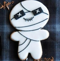 Halloween cookie recipe - mummy cookies!