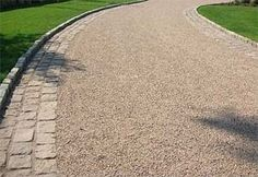 Tar and chip driveway. This has an upscale look with the cobblestone edging. The… – driveway Tar And Chip Driveway, Rock Driveway, Driveway Border, Cobblestone Driveway, Diy Driveway, Asphalt Driveway, Gravel Driveway, Driveway Entrance, Paver Walkway