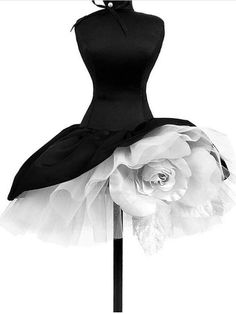 I love these, but feel they are definitely formal or stage occaision only.Fashion inspiration pictures wedding dresses Ideas for dress with tulle flower petticoat tutuDon't think this is an actual tutu but could pass for one.New dress black we Fashion Art, Fashion Design, Couture Fashion, 80s Fashion, Trendy Fashion, Vintage Fashion, Mode Vintage, Vintage Black, Mode Inspiration