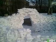 Awesome snow forts for the kid Snow Forts, Ice Art, Snow Sculptures, Winter Fun, Beautiful Artwork, Image Search, Bricks, Awesome, Snowman