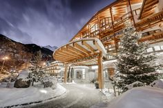 Magical Moments at DAS CENTRAL in Soelden, Austria - one of the finest Ski & Spa Hotels! ✨✨✨ Visit our website for Hotel Details and exclusive Spa Packages! 5 Star Hotels, Best Hotels, Christmas In Germany, Spa Weekend, Health Retreat, Tyrol Austria, Spa Hotel, Spa Packages, Berg