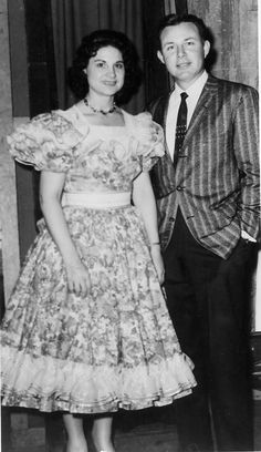 Kitty Wells and Jim Reeves, late Old Country Music, Country Western Singers, Country Music Videos, Country Music Artists, Country Music Stars, Vintage Country, Country Girls, Music Icon, Music Film
