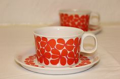 Plastic Coffee Cups 60s 70s - red flowers