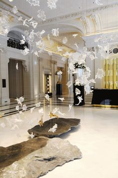 "paper mobile in hotel lobby - The luxurious hotel entrance with white and gold interior design of the ""The Peninsula"" luxury hotel in Paris Peninsula Paris, Peninsula Hotel, Cafe Bar, Hotel Lobby Design, Architecture Design, Marble Columns, Hotel Restaurant, Hotel Reception, Hotel Interiors"