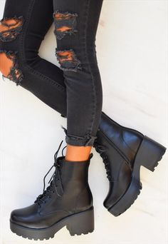 Chunky Platform Lace up Biker Boots - Black - style board. Biker Boots Outfit, Platform Boots Outfit, Summer Boots Outfit, Combat Boot Outfits, Black Boots Outfit, Black Platform Boots, Shoe Boots, Black Biker Boots, Rock Boots
