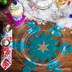 Bright inspiration for Christmas tablescapes! Use clear plates over colorful paper cutouts.