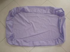 Tuto drap housse bébé 120x60 - Nanou et ses 10 doigts Couture Bb, Couture Sewing, Sewing Tutorials, Sewing Projects, Noble People, Beil, Techniques Couture, Baby Quilts, Gym Shorts Womens