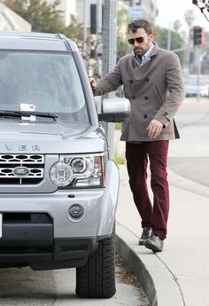 Ben Affleck and his new Land Rover LR4 get a parking ticket, must have been before Argo came out