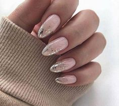Semi-permanent varnish, false nails, patches: which manicure to choose? - My Nails Gel Nails At Home, My Nails, Glitter Nails, American Nails, Long Nail Designs, Art Designs, Design Ideas, Christmas Manicure, Wedding Nails Design