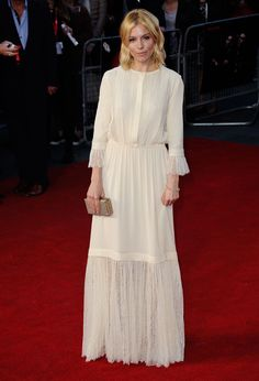 Sienna Miller au London Film Festival, Clémence Poesy à l'exposition Chanel ou Olivia Wilde dans les rues de New York : les stars ont rivalisé de style cette semaine. Découvrez