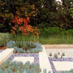 gravier décoratif et galets pour enjoliver le jardin