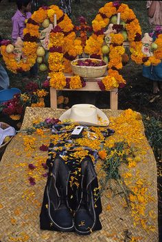Grave with Boots Mexico by Ilhuicamina, via Flickr
