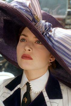 Kate Winslet as Rose Dewitt - Titanic Close-up view of costume. Titanic Kate Winslet, Kate Winslet 1997, Kate Winslet Young, Costume Titanic, Titanic Rose, Rms Titanic, Kate Titanic, Titanic Wedding, Stil Inspiration