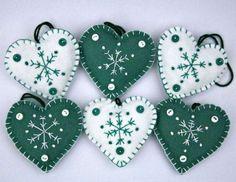 christmas crafts felt Fun And Easy Christmas Crafts To Make Christmas Crafts To Sell, Handmade Christmas Decorations, Felt Decorations, Felt Christmas Ornaments, Christmas Sewing, Christmas Diy, Christmas Hearts, Diy Ornaments, Beaded Ornaments