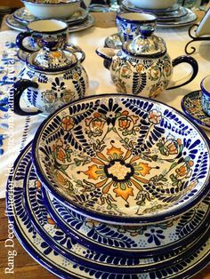 pottery, there should be a controled name for Talavera. The real thing is from Puebla. Mexican Home Decor, Mexican Folk Art, Mexican Style, Mexican Decorations, Talavera Pottery, Ceramic Pottery, Indian Interior Design, Interior Ideas, Mexican Kitchens