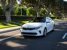 Reviewers are now raving about the 2016 #Kia Optima's ability to cater to families on multiple fronts. Would your family enjoy riding in this new car? http://www.kbb.com/car-news/all-the-latest/16-best-family-cars--2016-kia-optima/2100000234/