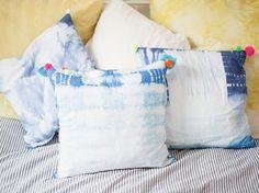 Tutorial fai da te: Decorare federe per cuscini con la tecnica shibori e pon pon colorati via DaWanda.com