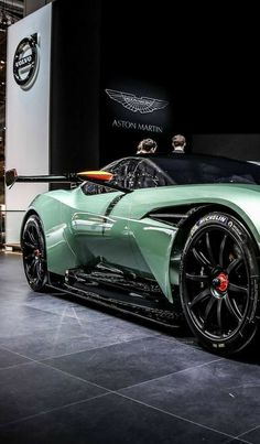 Aston Martin is known around the world as one of the premier luxury car makers. The Aston Martin Vulcan is a track-only supercar Aston Martin Lagonda, Carros Aston Martin, Aston Martin Vulcan, Aston Martin Cars, Most Expensive Luxury Cars, Top Luxury Cars, Ducati, Dream Cars, Super Images