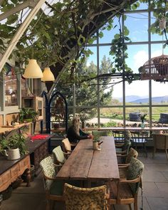 r/CozyPlaces - A farm cafe at the Isle of Mull, Scotland. Restaurant Design, Restaurant Bar, Greenhouse Cafe, Farm Cafe, Behind The Screen, Google Image Search, Cafe House, Garden Windows, Cozy Place