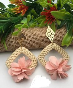 How To Make Earrings, Diy Necklace, Beaded Earrings, Earrings Handmade, Handmade Jewelry, Stylish Jewelry, Diy Jewelry, Beaded Jewelry, Textile Jewelry