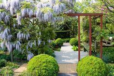 Garden Show, Home And Garden, Garden Yard Ideas, Wisteria, Garden Inspiration, Garden Design, Cottage, Backyard, Exterior