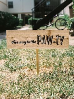 """""""This way to the Paw-ty"""", hot dog themed bday party"""