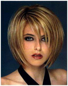 Corte de pelo corto en capas para cara redonda