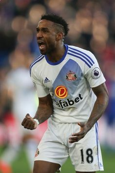 Sunderlands English striker Jermain Defoe celebrates scoring their third goal during the English Premier League football match between Crystal Palace and Sunderland at Selhurst Park in south London on February 4, 2017 / AFP / Daniel LEAL-OLIVAS / RESTRICTED TO EDITORIAL USE. No use with unauthorized audio, video, data, fixture lists, club/league logos or live services. Online in-match use limited to 75 images, no video emulation. No use in betting, games or single club/league/player pu...