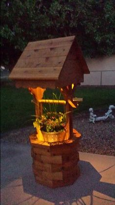Diy illuminated wishing well planter Backyard Projects, Outdoor Projects, Wood Projects, Outdoor Decor, Wishing Well Garden, Landscape Timbers, Backyard Retreat, Wooden Garden, Garden Structures