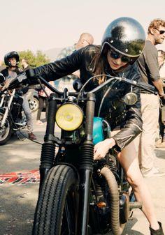 Girl bike #bobber #motos #motorcycles | Cafe Racer Pasión