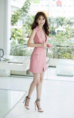 Korean Fashion – How to Dress up Korean Style – Designer Fashion Tips Korean Fashion Trends, Asian Fashion, Fashion Tips, Fashion Design, Fashion Ideas, Dress And Heels, Dress Up, Korean Outfits, Feminine Style