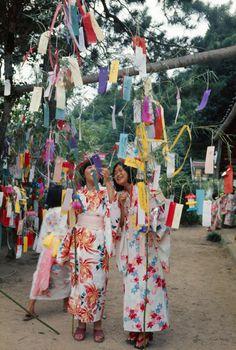 Haga Hideo 芳賀日出男Nihon Matsuri series - July 7th, festival of Tanabata 七夕祭り, writing wishes on Tanzaku短冊 - Japan