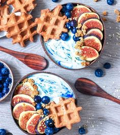 Mermaid smoothie bowls with waffles, can't get a better combo then that ⭐ @aspoonfulofhealth_ Shop our colourful superfood powders here: www.unicornsuperfoods.com/collections/all