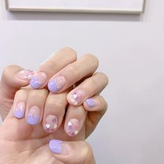Here is a tutorial for an interesting Christmas nail art Silver glitter on a white background – a very elegant idea to welcome Christmas with style Decoration in a light garland for your Christmas nails Materials and tools needed: base… Continue Reading → Cute Nail Art, Cute Acrylic Nails, Cute Nails, Pretty Nails, Violet Nails, Purple Nails, Minimalist Nails, Nail Swag, Hair And Nails