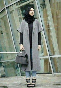 Coat The post Coat appeared first on Hijab Style. Hijab Casual, Hijab Style, Iranian Women Fashion, Islamic Fashion, Hijab Turkish, Moslem Fashion, Street Hijab Fashion, Outfit Look, Moda Emo