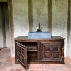 6,841 vind-ik-leuks, 71 reacties - France (@chateaugudanes) op Instagram: 'The ensuite bathroom work continues. Louis XIII buffet found in a nearby brocante, locally made…'