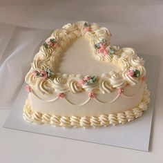 Photo shared by The Most HEAVENLY Cakes on March 18 2020 taggingYou can find Heart cakes and more on our website.Photo shared by The Most . Pretty Birthday Cakes, Pretty Cakes, Beautiful Cakes, Amazing Cakes, Cake Birthday, Rodjendanske Torte, Korean Cake, Pastel Cakes, Cute Desserts