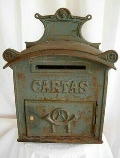 De hierro antiguo Antique Mailbox, Old Mailbox, Vintage Mailbox, Vintage Antiques, Vintage Items, You've Got Mail, Going Postal, Rusty Metal, Post Box