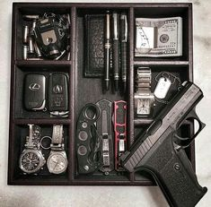 Pin by Richard Sr. on Emergency Preparedness Protection Rapprochée, Armas Airsoft, Accessoires 4x4, Edc Tactical, Everyday Carry Gear, Bug Out Bag, Edc Gear, Guns And Ammo, Emergency Preparedness