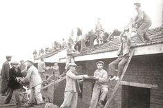 Köy Enstitüsü öğrencileri,  okullarını kendileri yapıyordu