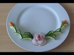 Carving flowers, decor from Radish-Dekor aus Radieschen-Cách trang trí đ. Cute Snacks, Cute Food, Deco Fruit, Watermelon Carving, Watermelon Art, Food Garnishes, Garnishing, Fruit And Vegetable Carving, Food Carving