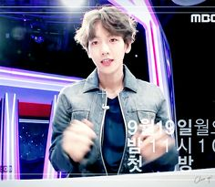 [GIF] 05.09.16 - Baekhyun @ Prévia do 'Star Show 360' cr.: Cheer Up 봄