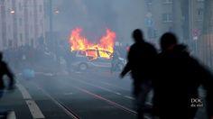 18 mars 2015 à Francfort (Allemagne) : Sur la journée d'action transnationale initiée par le réseau Blockupy contre l'inauguration de la Banque Centrale Européenne / 16mins22 de Camille Robert...Documentaire « POUR LA DÉFENSE DES ÉMEUTIERS » Francfort...