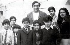 المصارع عدنان القيسي مع مجموعة من أطفال بغداد في السبعينيات...