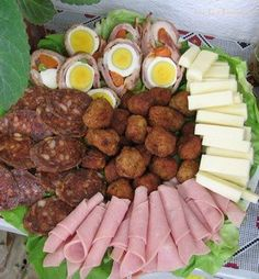 ❤ Romanian Food, Food Platters, Food Design, Sausage, Food And Drink, Pizza, Drinks, Cooking, Appetizers