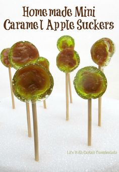 Homemade mini caramel apple suckers are a sweet Halloween or Fall treat that are easy to make! Caramel Apple Suckers, Caramel Apple Pops, Mini Caramel Apples, Fall Treats, Halloween Treats, Fall Halloween, Halloween Cookies, Candy Recipes, Dessert Recipes